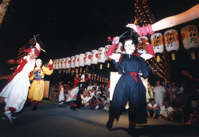 2005年 万灯祭奉納演舞 13